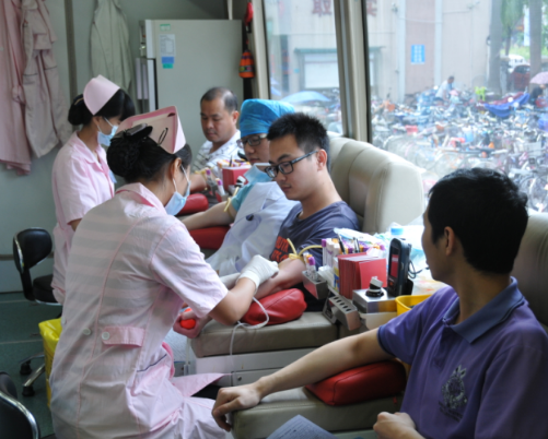 通辽渭康消化专科医院开展爱心献血活动